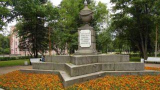 Театральная площадь в Петергофе