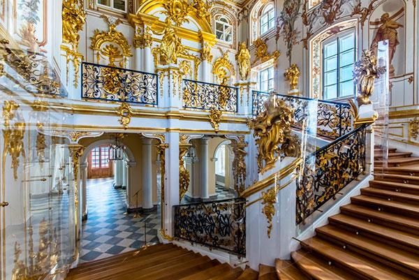 Лестница Большого Петергофского дворца