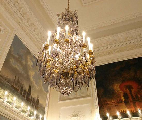 Люстры Чесменского зала Большого Петергофского дворца