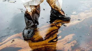 Нефтяные пятна в акватории