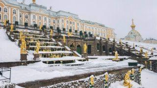 Большой петергофский дворец зимой